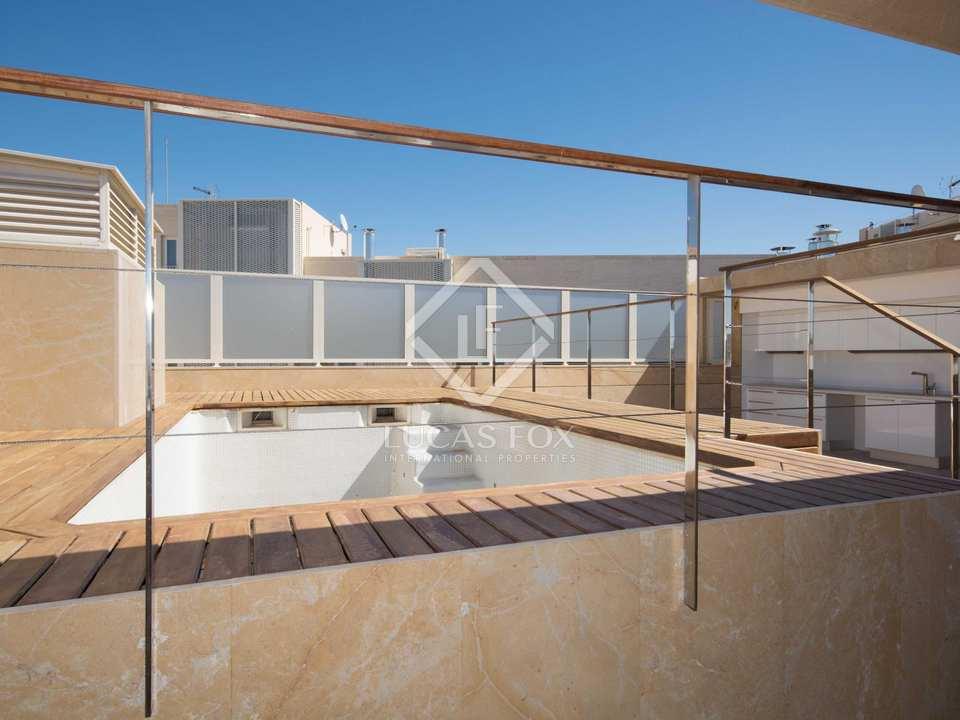 Piscina, terraza y barra en solarium