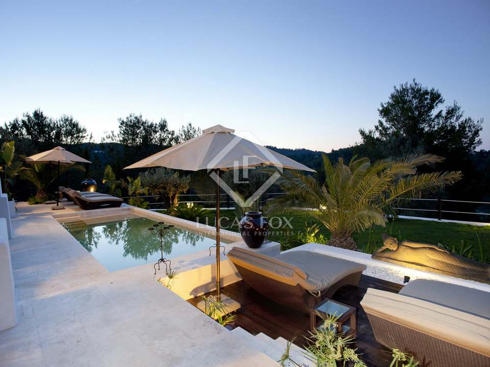 Large ibicenco style property to buy in north ibiza for Ibiza country villas