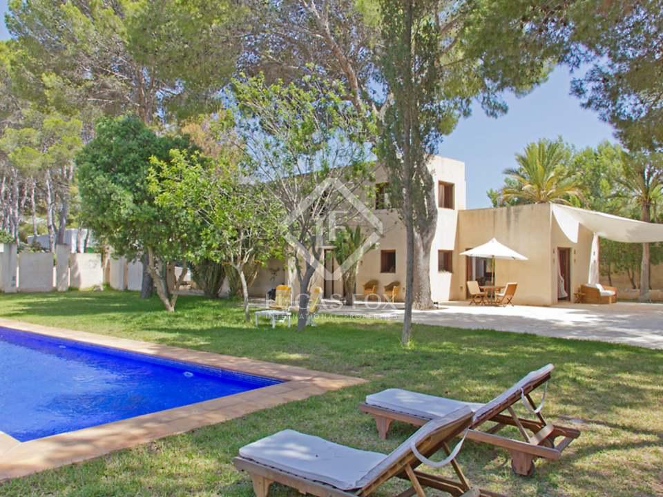 Villa en venta al lado del mar en cala tarida san jos ibiza for Villa jardin lanus oeste