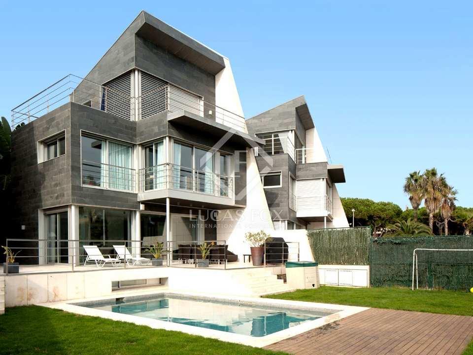 Casa de lujo en primera l nea de playa en venta en gav - Casas gava mar ...