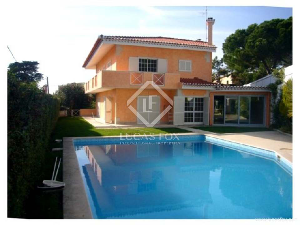 Four bedroom villa for sale in Estoril
