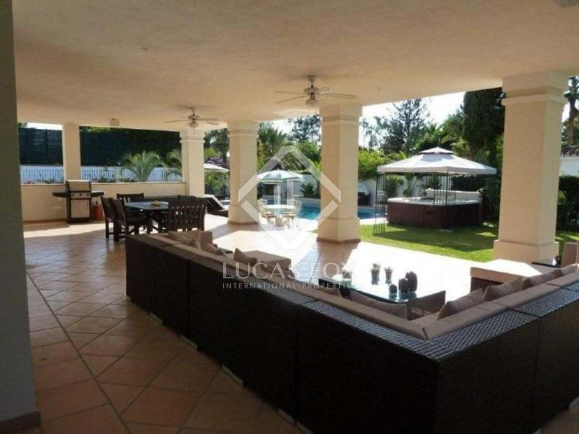 Six bedroom house for sale in cortijo blanco marbella for 6 bedroom house for sale near me