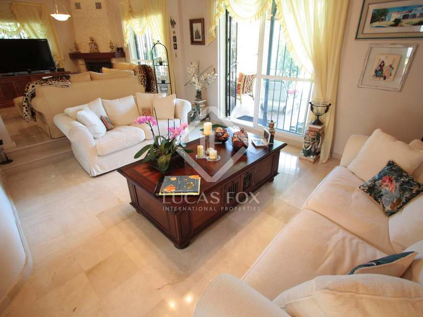 Family villa for sale in el para so estepona for Kitchen room estepona