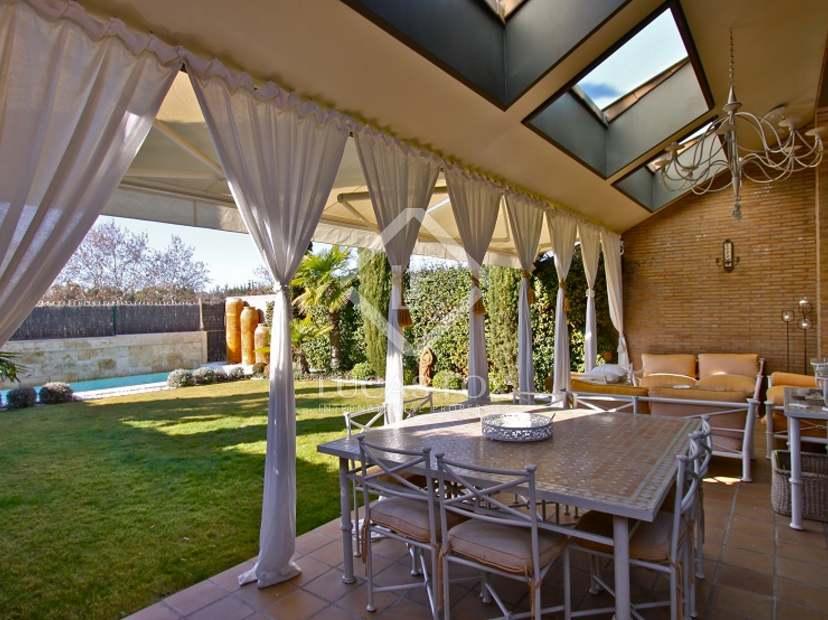 Casa de lujo en alquiler en la finca madrid for Alquiler bajo con jardin madrid