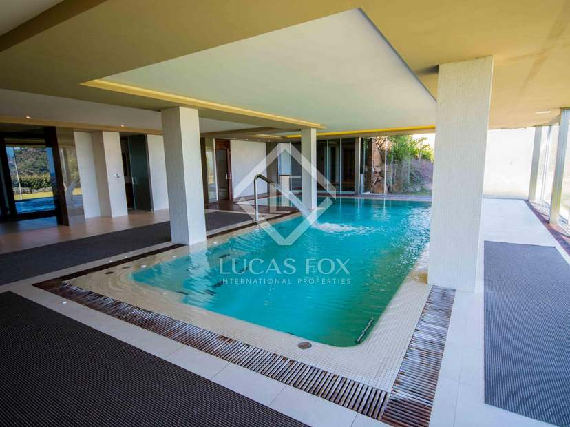 Villa de lujo en venta en monasterios cerca de valencia for Hoteis zona centro com piscina interior