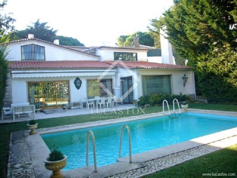 Five bedroom villa for sale in Estoril