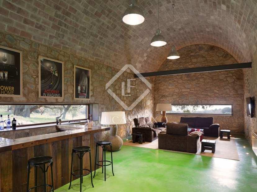 Grande et luxueuse demeure rurale en vente g rone pr s for Acheter une maison a montreal sans interet