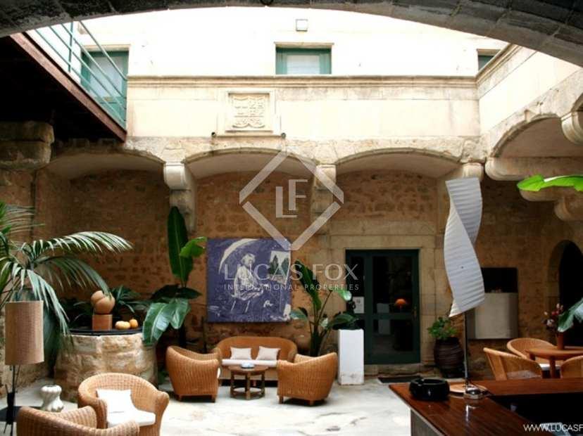 Luxury hotel to buy near Figueres on the Costa Brava