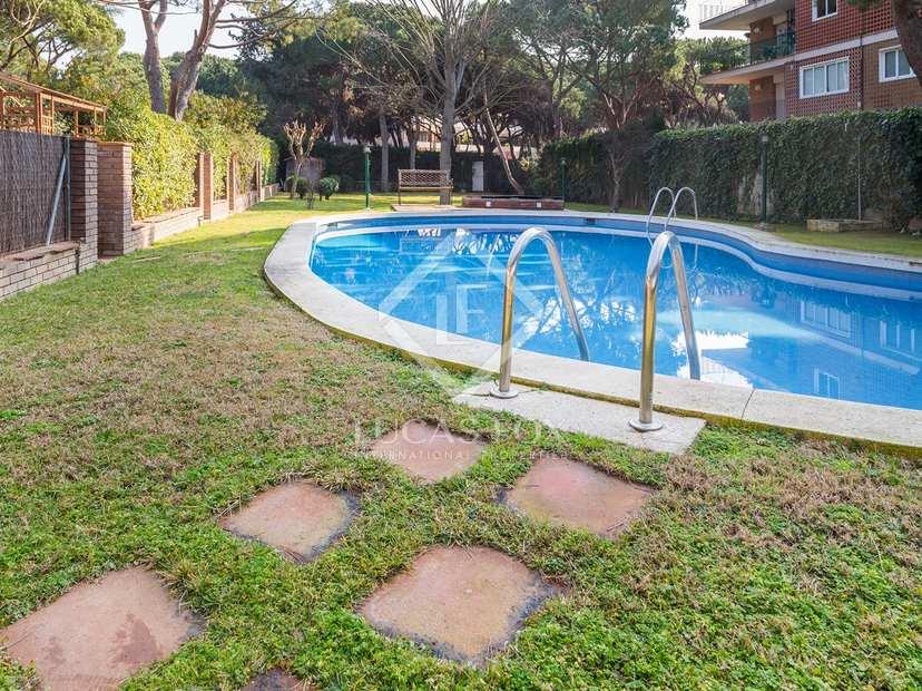 Casa en venta en castelldefels gav mar cerca de barcelona for Piscina gava