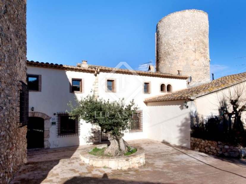 4 country houses set in vineyards for sale near sitges for Spanish country houses