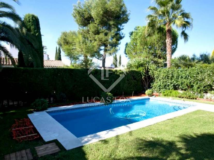 Casa unifamiliar en venta cerca de sitges barcelona for Piscina sant pere de ribes