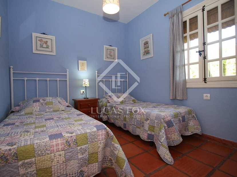 Villa en venta cerca de la playa en roche c diz andaluc a for Piscina 50 metros cadiz
