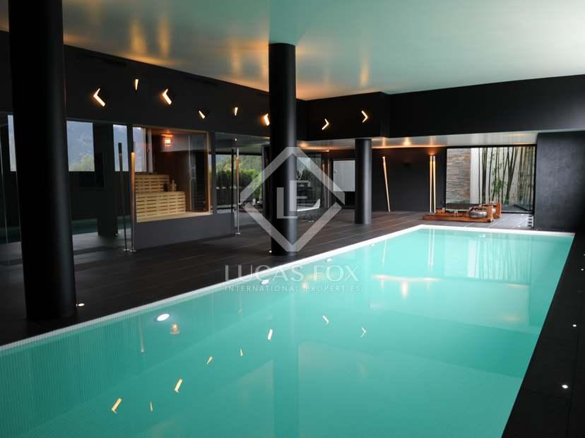 maison a vendre avec piscine interieur. Black Bedroom Furniture Sets. Home Design Ideas