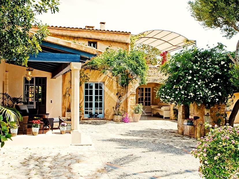 Casa de campo en venta en santany en el sur de mallorca for Jardines preciosos casa