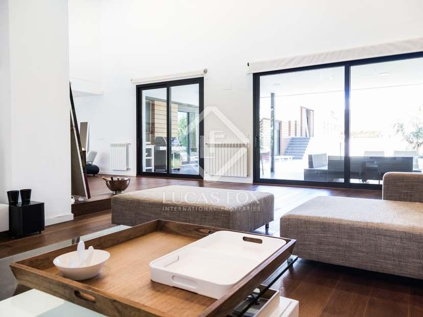 Moderna villa minimalista en alquiler en alfinach valencia for Casa minimalista barcelona alquiler