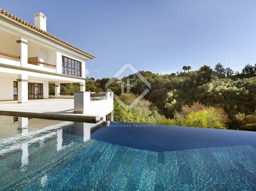 Baños Estilo Andaluz:, todos con baños privados, construida siguiendo el estilo andaluz