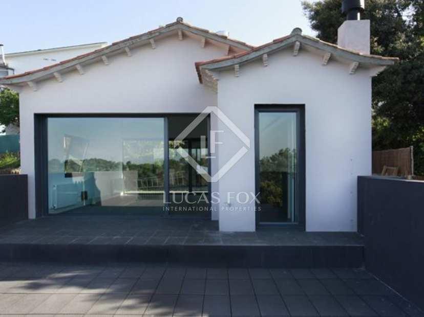 Baño Familiar Publico:Esta moderna casa se encuentra en una zona tranquila y está cerca del