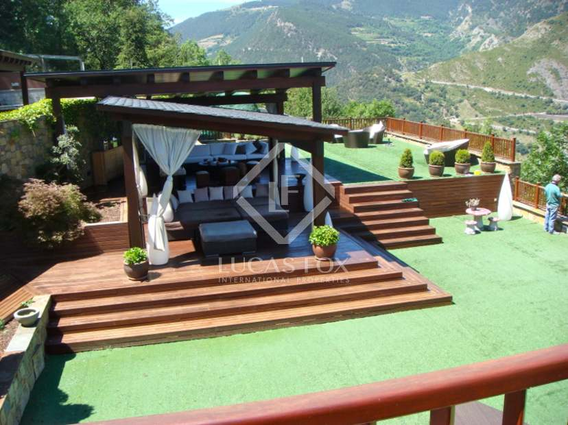 Villa de luxe en vente sant juli de l ria a andorre for Prix d une piscine interieure
