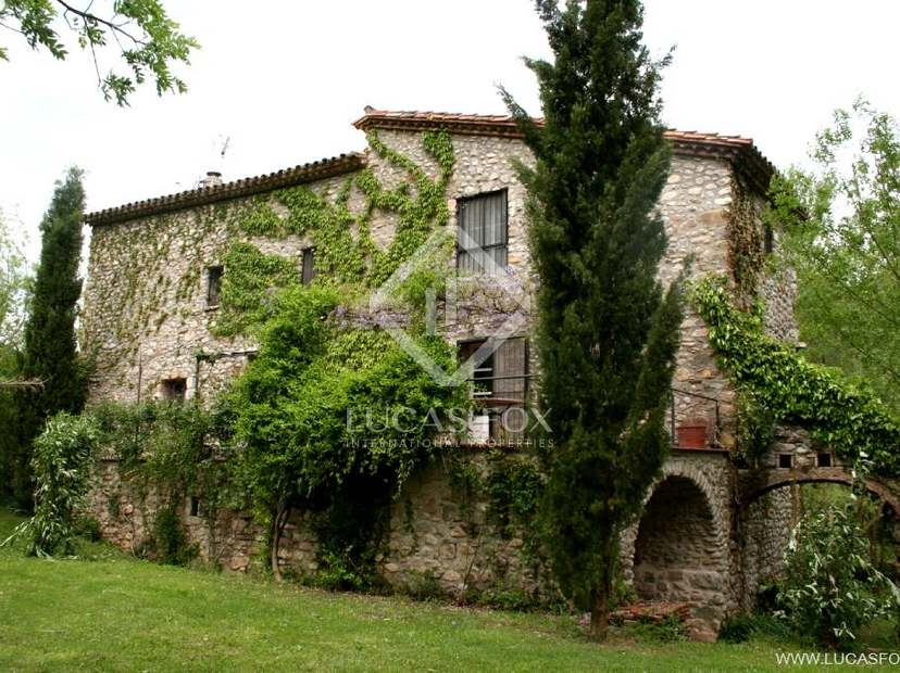 Restored mill house for sale in an area of great natural beauty of the Alt Emporda, Girona Province