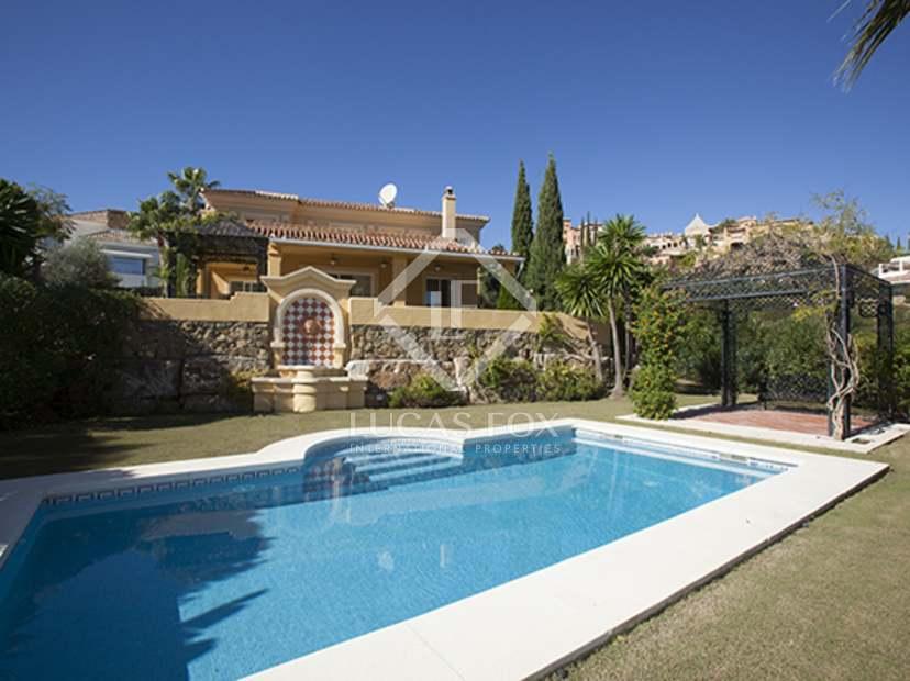 Casa familiar en venta en nueva andaluc a marbella for Jardin villa bonita culiacan