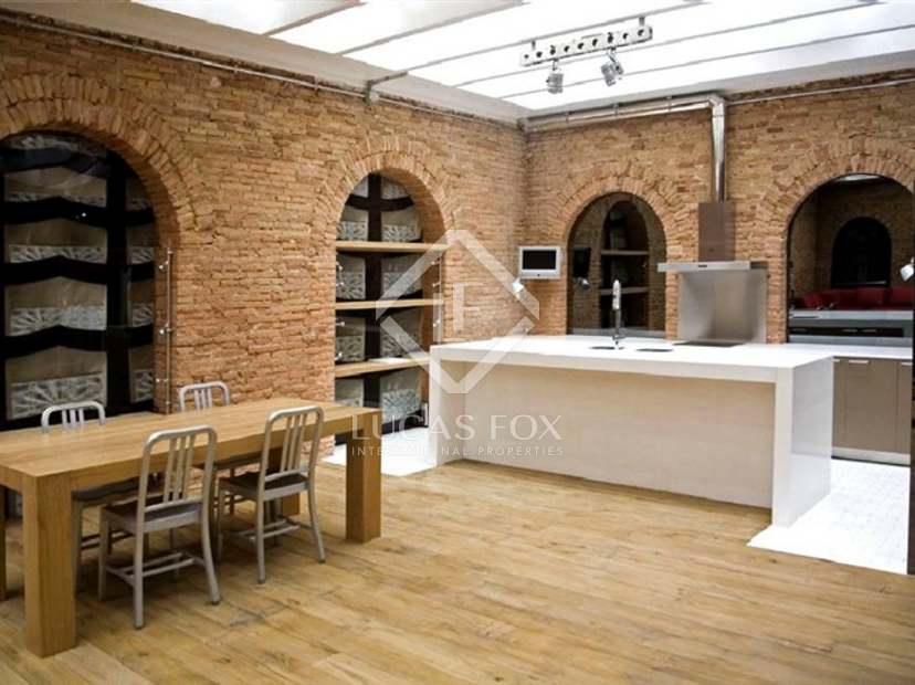 new york style loft apartments for long term rent in the old town barcelona. Black Bedroom Furniture Sets. Home Design Ideas
