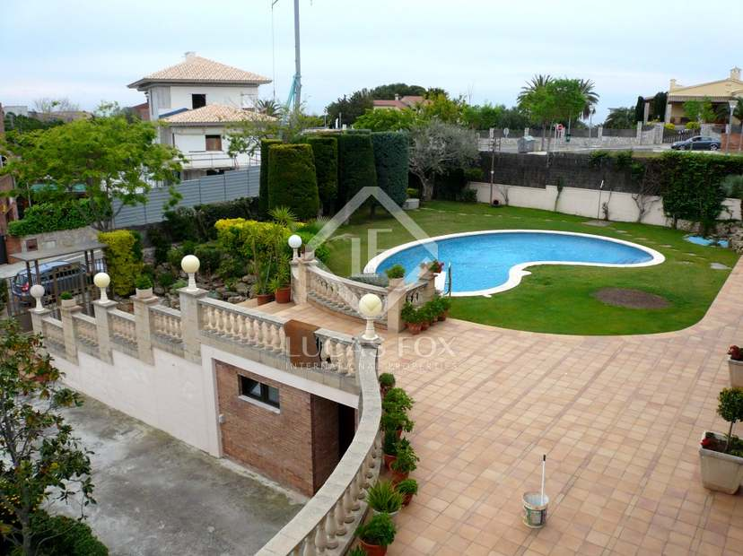 Family Home For Sale Near Sitges With Swimming Pool And Garden