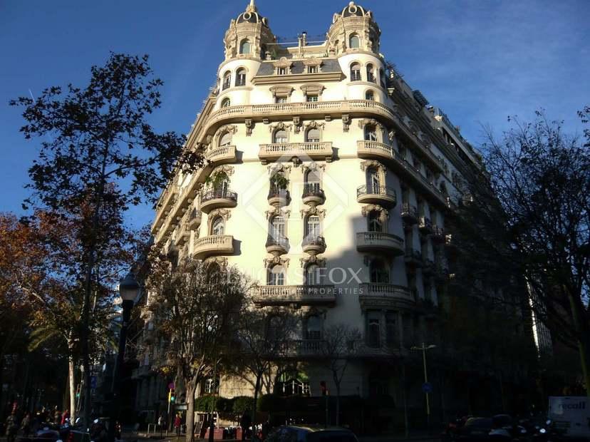 Stately apartment to renovate for sale in diagonal barcelona - Finca regia barcelona ...