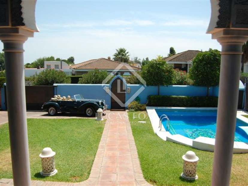 Arabic style house for sale in Seville.