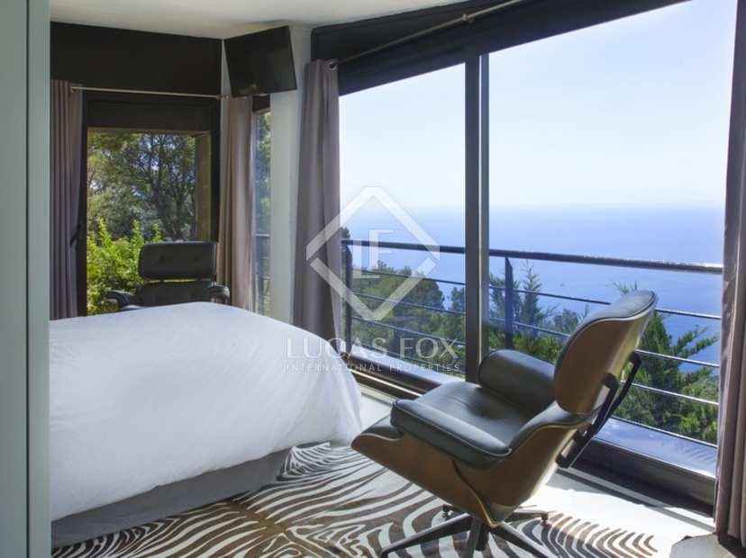 Eigentijdse stijl costa brava woning te koop met uitzicht op de zee for Eigentijdse buitenkant