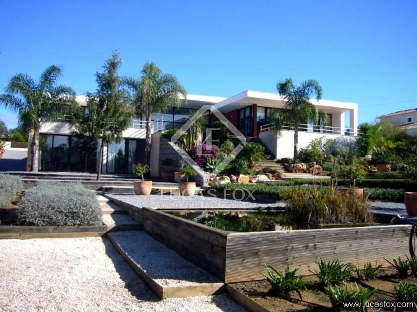 Algarve villa for sale in Carveiro