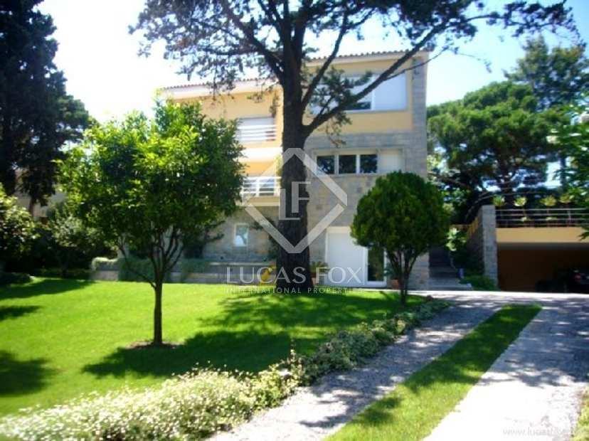 Luxury five bedroom villa for sale in Estoril