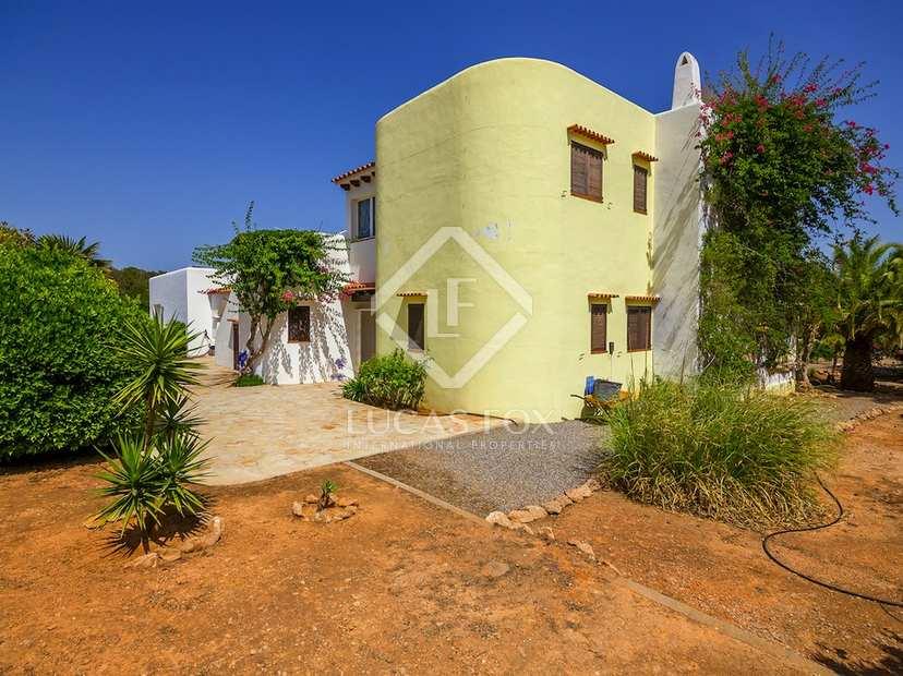 Excelente casa en venta en una gran parcela llana en ibiza for Jardin villa bonita culiacan