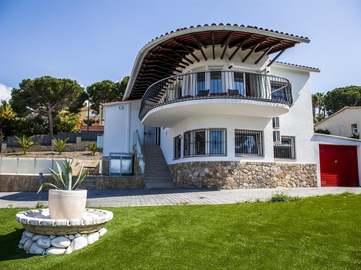 Costa Brava Villa to sell in Montgoda near Lloret de Mar