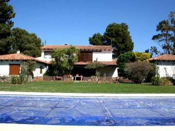 Costa Brava property to buy on a large plot near Begur