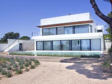 Luxury property with sea views on the Costa Brava to buy