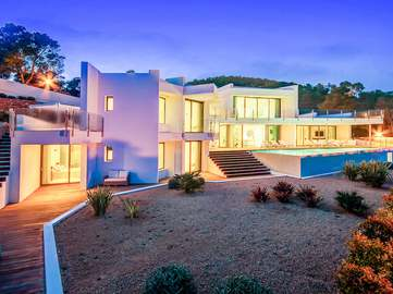 Magnifique villa moderne à vendre dans une zone résidentielle privée à Ibiza