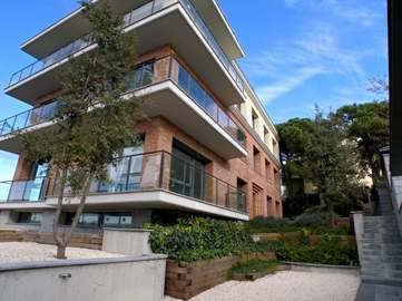 Large new house for sale in Vallvidrera overlooking Barcelona.