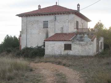 Large property consisting of 3 houses , olive groves & vines. Also solar panels providing income.