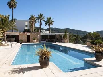 Villa moderne en vente près de Sant Josep à Ibiza