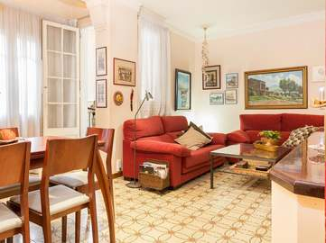 Modernist apartment for sale in Gracia