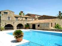 Girona country estate to buy in a peaceful countryside location, total privacy, beautiful garden, swimming pool and tennis court